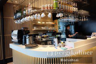 Foto 7 - Interior di MOS Cafe oleh Darsehsri Handayani