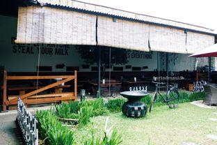 Foto 5 - Eksterior di Momo Milk Barn oleh Indra Mulia