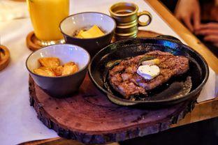 Foto 2 - Makanan(Australian Sirloin Steak) di Roots oleh Fadhlur Rohman