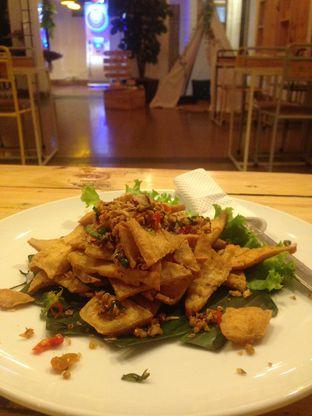 Foto 3 - Makanan(Tahu Lada Garam) di Kopi Endeus oleh Sella Oktaviani