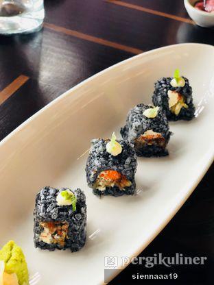 Foto 1 - Makanan(UNAGI TEMPURA CHEESE IKA SUMI ROLL) di Enmaru oleh Sienna Paramitha