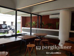 Foto 9 - Interior di Routine Coffee & Eatery oleh UrsAndNic