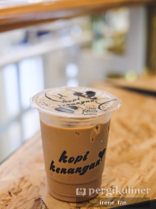 Foto 1 - Makanan(Es Hazelnut Latte) di Kopi Kenangan oleh Irene Stefannie @_irenefanderland