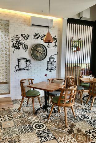 Foto 5 - Interior di Kode-in Coffee & Eatery oleh Prido ZH