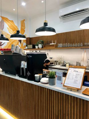 Foto 2 - Interior di Platon Coffee oleh kdsct