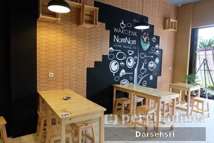Foto 7 - Interior di Waroenk NomNom oleh Darsehsri Handayani