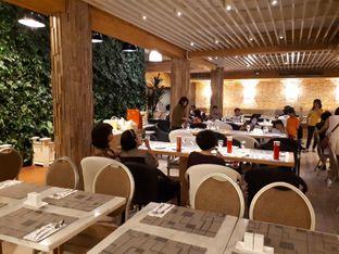 Foto 8 - Interior di Green House Kitchen Bistro - Garden Palace Hotel oleh Agatha Maylie