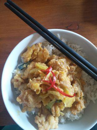 Foto 2 - Makanan(Ayam Telur Asin Rica Bowl) di Tapao oleh Yuli || IG: @franzeskayuli