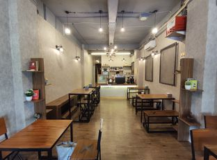 Foto 3 - Interior di Lektur Coffee oleh aftertwentysix 27