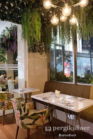 Foto 6 - Interior di Gram Cafe & Pancakes oleh Darsehsri Handayani