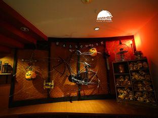 Foto 1 - Interior di Cafe One - Wyndham Casablanca Jakarta oleh IG: FOODIOZ