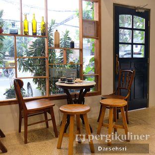Foto 8 - Interior di Ombe Kofie oleh Darsehsri Handayani