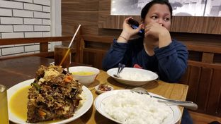 Foto 3 - Makanan(Kepala Manyung) di Kepala Manyung Bu Fat oleh Pius Apriyanto Nugroho