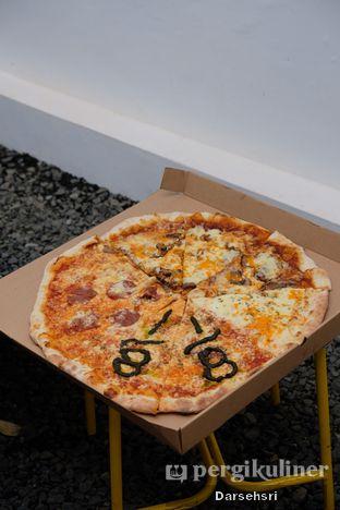 Foto 1 - Makanan di One Eight Pizza Joint oleh Darsehsri Handayani