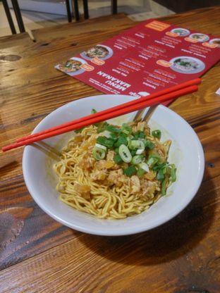 Foto 1 - Makanan(Yamien Baso Rica) di Mie Rica Owe Poenja oleh Fadhlur Rohman