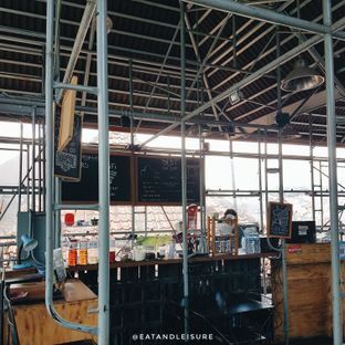 Foto 7 - Interior di Northwood Coffee & Eatery oleh Eat and Leisure