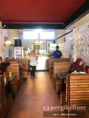 Foto 6 - Interior di Pizza Place oleh a bogus foodie