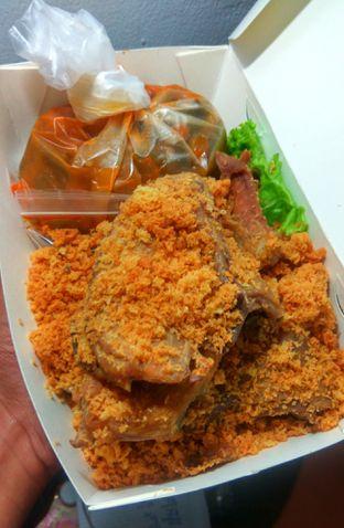 Foto 1 - Makanan(Ayam Goreng Kremes(IDR 75k)  ) di Sate Khas Senayan oleh Renodaneswara @caesarinodswr