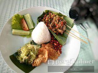Foto - Makanan(Ayam Sambal Matah on Rice) di Nicole's Kitchen & Lounge oleh Makan Harus Enak @makanharusenak