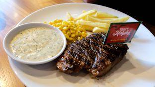 Foto 2 - Makanan(Buddy's Tenderloin Steak) di Steak Hotel by Holycow! oleh YSfoodspottings