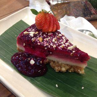 Foto 6 - Makanan(Raw Strawberry Cheesecake) di Burgreens Express oleh Pengembara Rasa