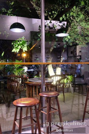 Foto 6 - Interior di Kapyc Coffee & Roastery oleh Darsehsri Handayani
