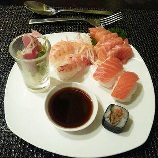 Foto 5 - Makanan(sushi selection) di Le Gran Cafe - Hotel Gran Mahakam oleh Yulia Amanda