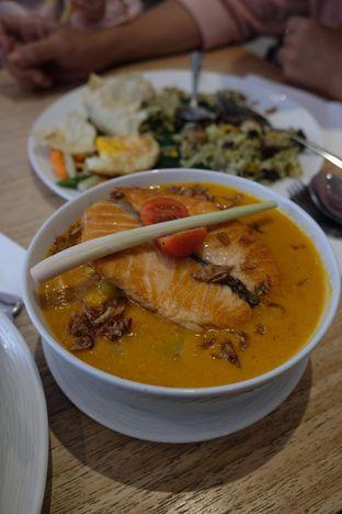 Foto 1 - Makanan(Salmon cap gomeh) di MAMAIN oleh Pengembara Rasa