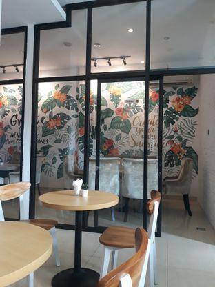 Foto 4 - Interior di Meet n Work Coffee & Eatery oleh Mouthgasm.jkt