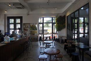 Foto 13 - Interior di Crematology Coffee Roasters oleh yudistira ishak abrar