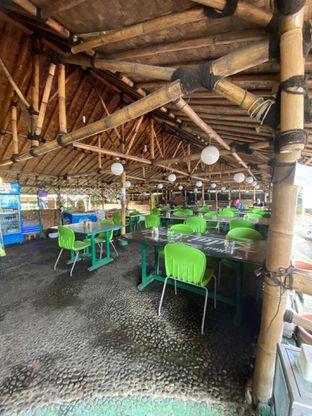 Foto 9 - Interior di Kedai Sunda Cipayung oleh Riani Rin