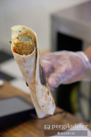 Foto 3 - Makanan di Emado's Shawarma oleh Darsehsri Handayani