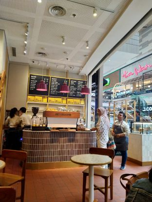 Foto 8 - Interior di Joe & Dough oleh FOODIARYPAOPAO
