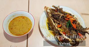 Foto 3 - Makanan(Kepala Ikan Manyung) di Kepala Manyung Bu Fat oleh Velvel