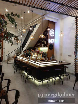 Foto 2 - Interior di Emji Coffee Bar oleh MiloFooDiary   @milofoodiary