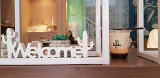 Foto 1 - Interior di Caffedose oleh Meri @kamuskenyang