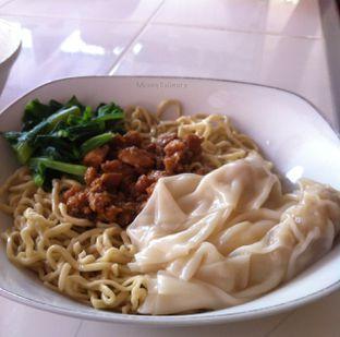 Foto - Makanan(Bakmi ayam plus pangsit) di Mie Ayam 4 Tut oleh Meong Culinary