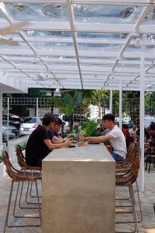 Foto 10 - Interior di Simetri Coffee Roasters oleh yudistira ishak abrar