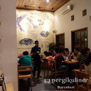 Foto 14 - Interior di Hummingbird Eatery oleh Darsehsri Handayani