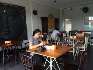 Foto 1 - Interior(Area Makan) di Warung Pradnyani oleh Buncit Foodies