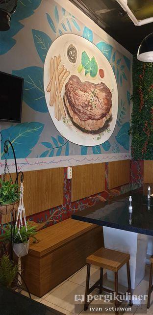 Foto 5 - Interior di Red Steak & Coffee By Chef Jaya oleh Ivan Setiawan