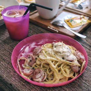 Foto 1 - Makanan(Spagheti creamy sausage) di Belle's Kitchen oleh Stellachubby