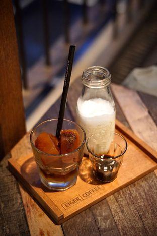 Foto 3 - Makanan(Amaretto Cold Brew) di Eiger Coffee oleh Fadhlur Rohman