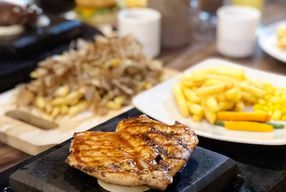Foto Marble Hot Stone Grilled Steak