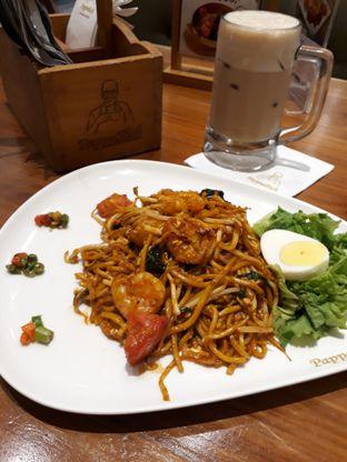 Foto 2 - Makanan(Pappa Fried Mee and Iced Teh Tarik) di PappaRich oleh Niesahandayani