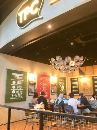Foto 16 - Interior di The People's Cafe oleh Prido ZH