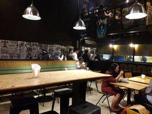 Foto 8 - Interior di Lawless Burgerbar oleh Michael Wenadi