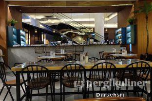 Foto 5 - Interior di The Goods Cafe oleh Darsehsri Handayani