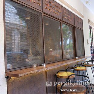 Foto 6 - Interior di Bermvda Coffee oleh Darsehsri Handayani