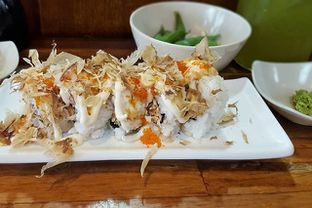Foto 3 - Makanan(Salmom Mazaru Roll) di Umaku Sushi oleh bulbuleat92